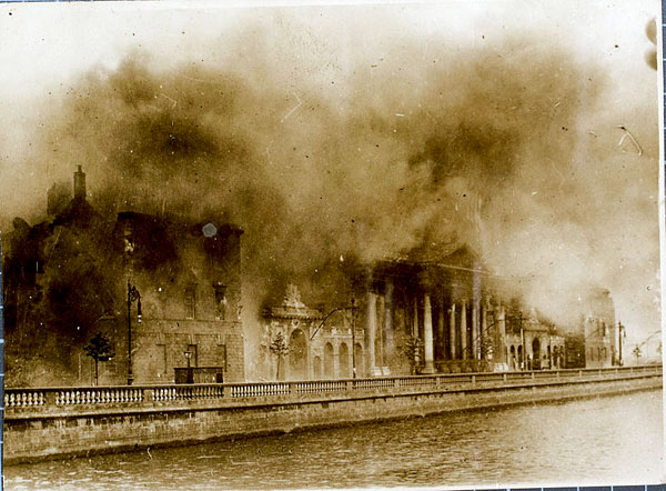 800px-Four_Courts_Conflagration-1